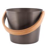 Elegant bastuhink 5 liter i en sober tjärbrun färg med matchande skopa och termometer