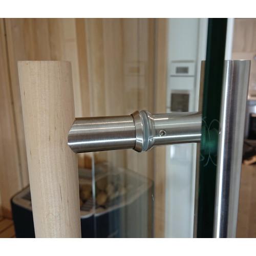 Glasdörr i bastu med detaljbild handtag,