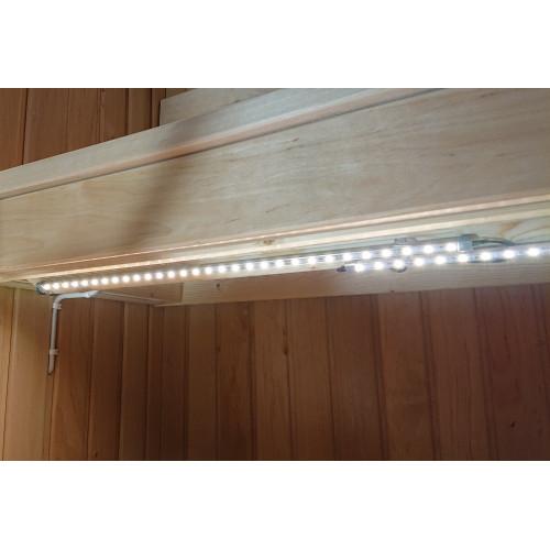 LED-list under bastulav famkant i privat bastu