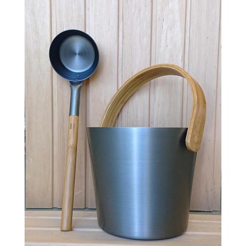 Bastuhinkhimmelsblå med skopa ochtermometer