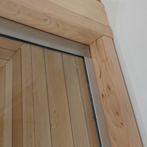 Glasvägg detalj vid vägg, överkant rostfri profil