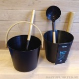 Elegant bastuhink 5 liter i en sober tjärbrun färg med matchande skopa.
