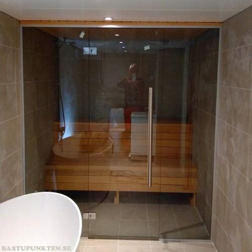 Glasvägg 1900x2000 mm till bastu, glasdörr med sidoglas 1200 mm, ett glas till om 700 mm