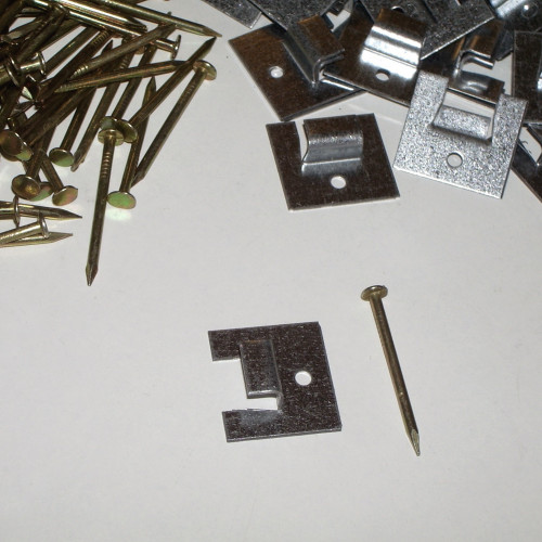 Clips för osynligt montage av bastupanel med mått undre not ca 4 mm